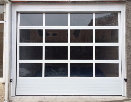 Puertas seccionales para garajes privados y comunitarios - Garajes de metal ...