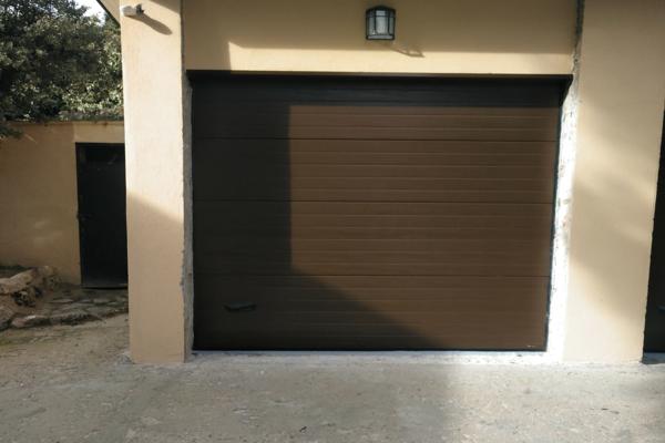 puerta batiente o corredera
