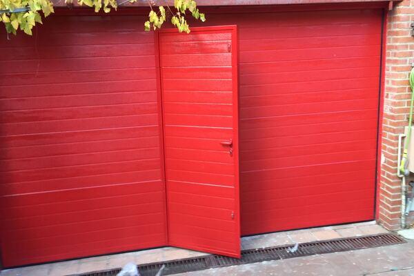 puertas de garaje automáticas con puerta peatonal