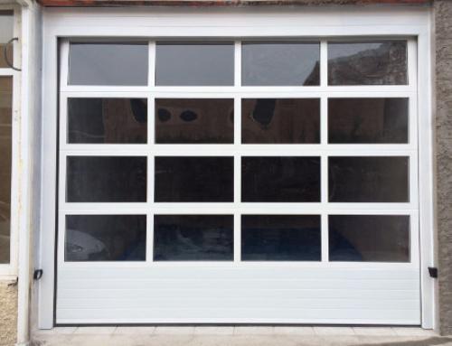 Puertas seccionales para garajes privados y comunitarios